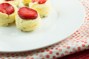 Paleo Mini Strawberry Cheesecakes